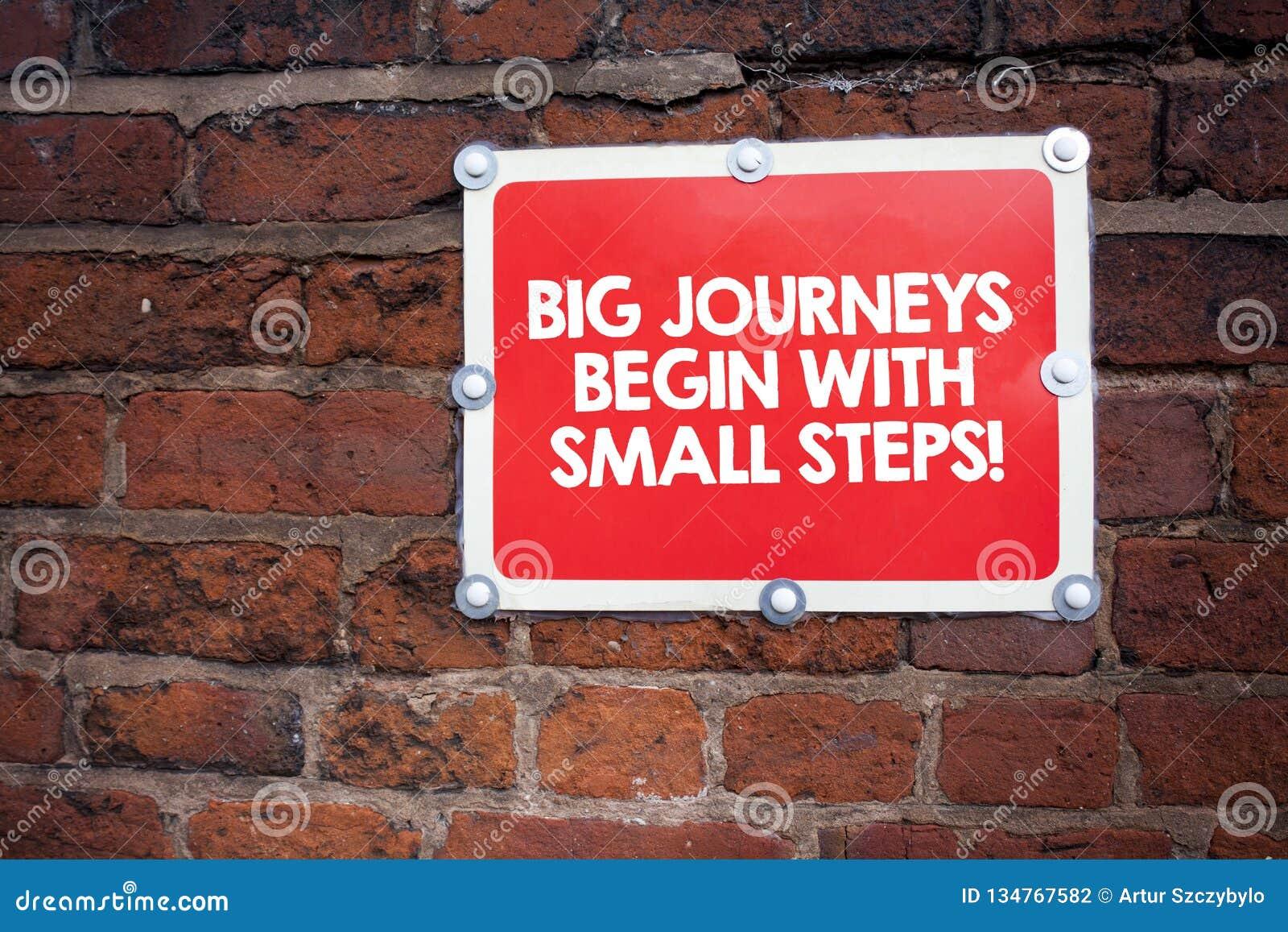 写大旅途的手写文本从小步开始 一步一步地意味的概念到达您的目标