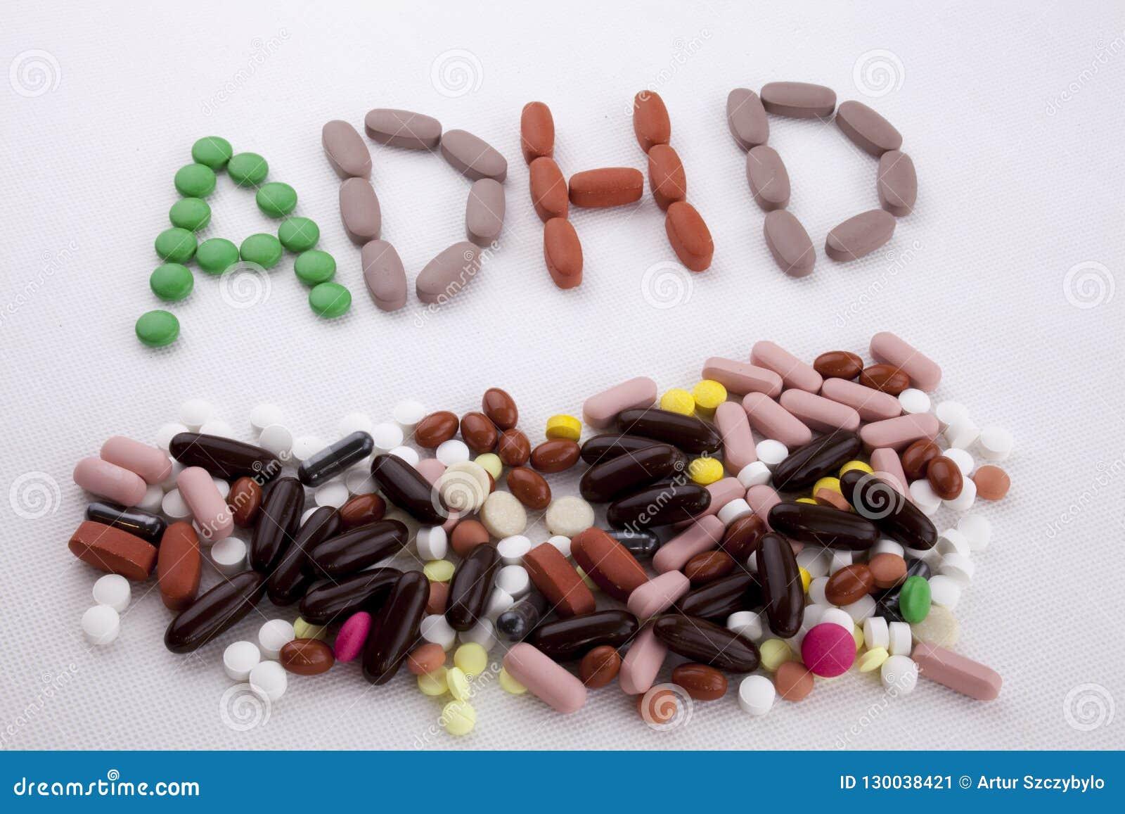 写文本说明启发卫生保健概念的手写与药片药物胶囊词ADHD注意力不集中