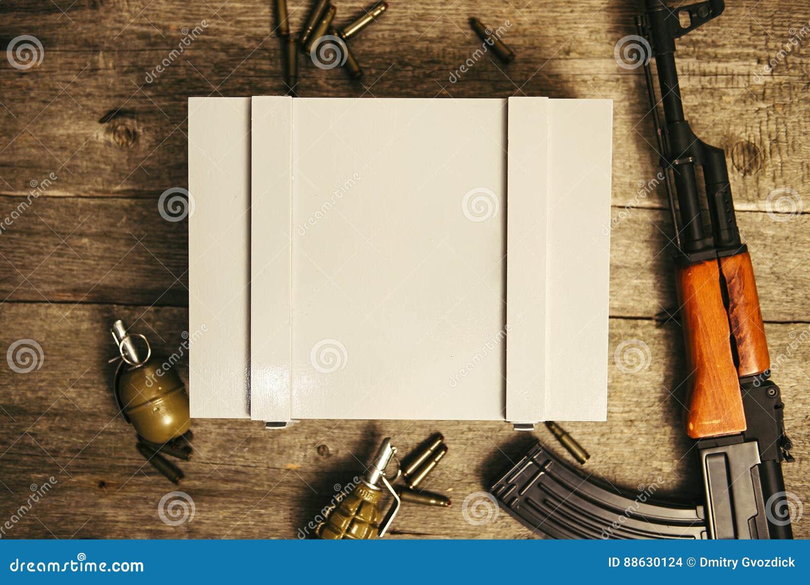 军事弹药商标的箱子