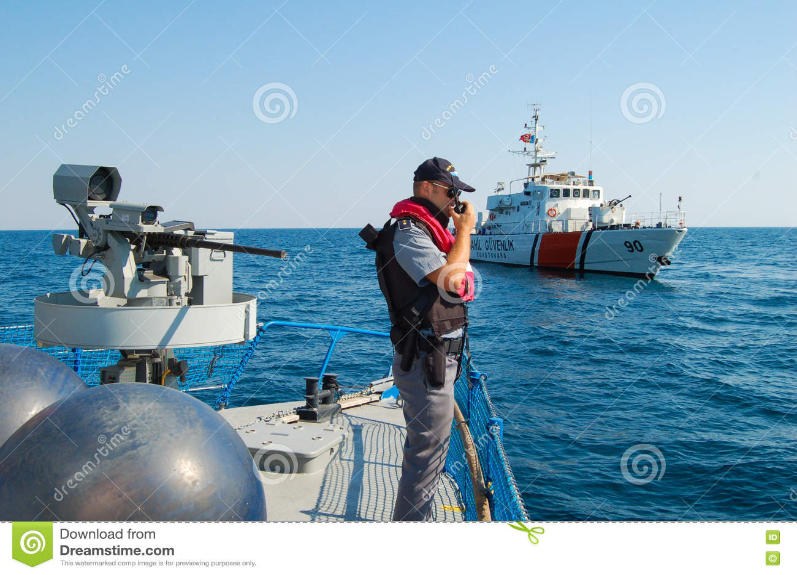 军事船的警察