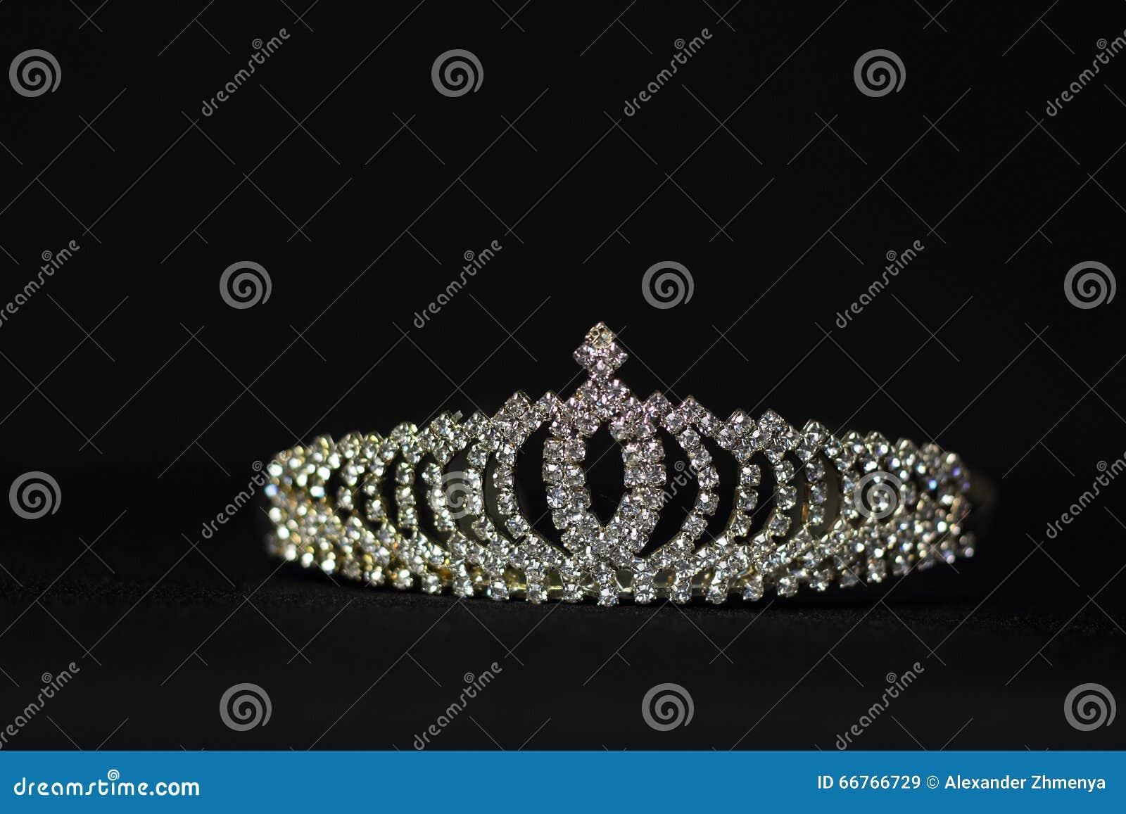 冠状头饰婚礼
