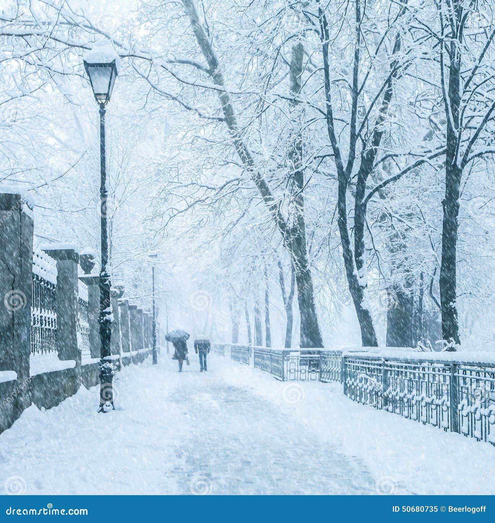 Download 冬天城市公园在早晨 库存图片. 图片 包括有 气候, 城市, 灯笼, 全球, 早晨, 12月, 地区, scenics - 50680735