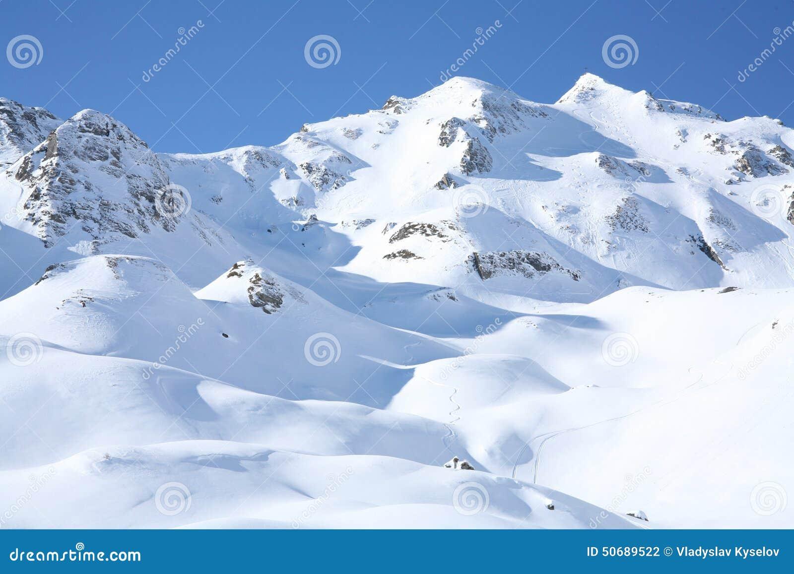 Download 冬天太阳天风景 库存照片. 图片 包括有 驱动, 平静, 多雪, 冻结, 木材, 森林, 横向, 户外, 风暴 - 50689522