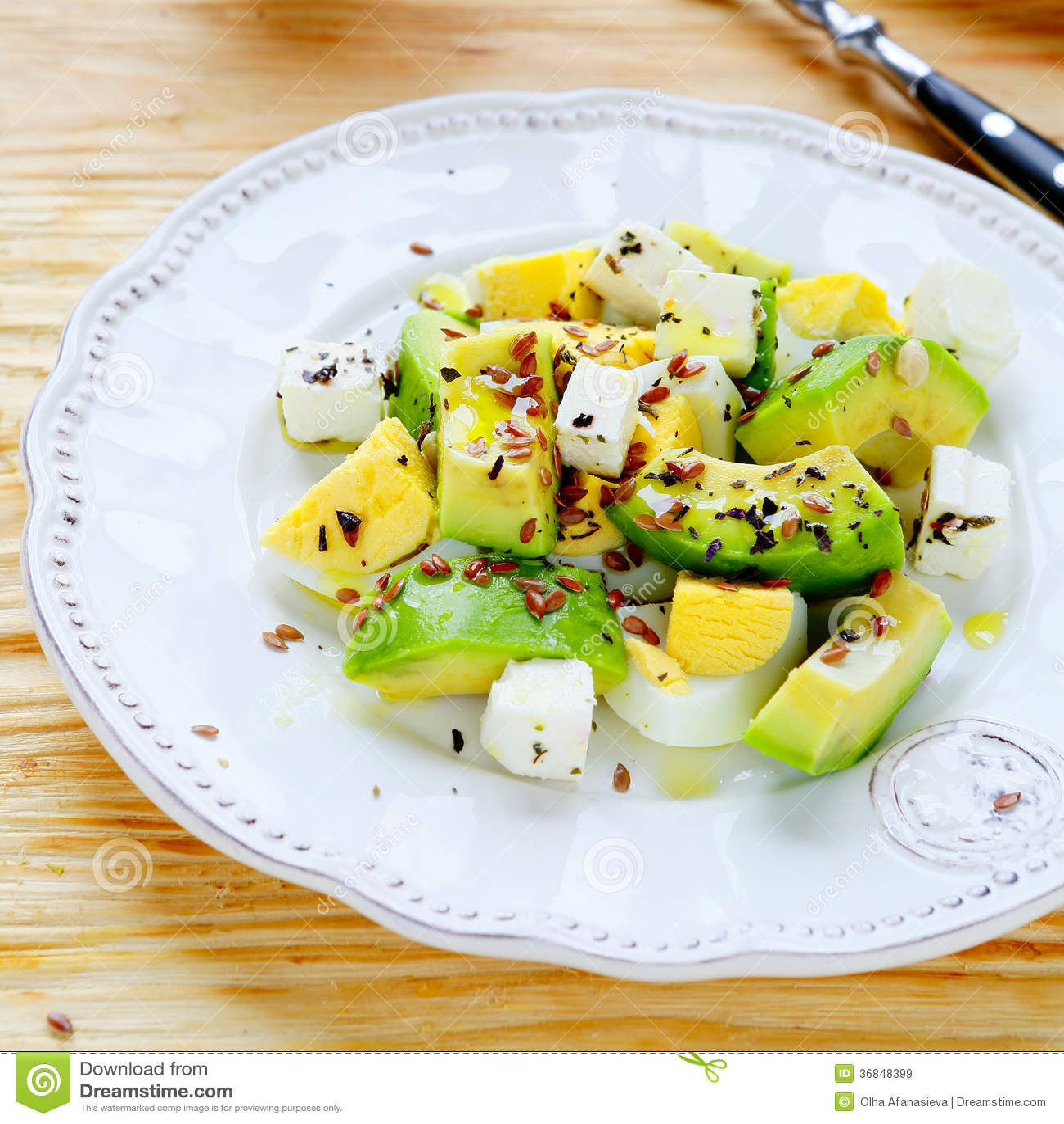 冬天沙拉用鲕梨和希脂乳
