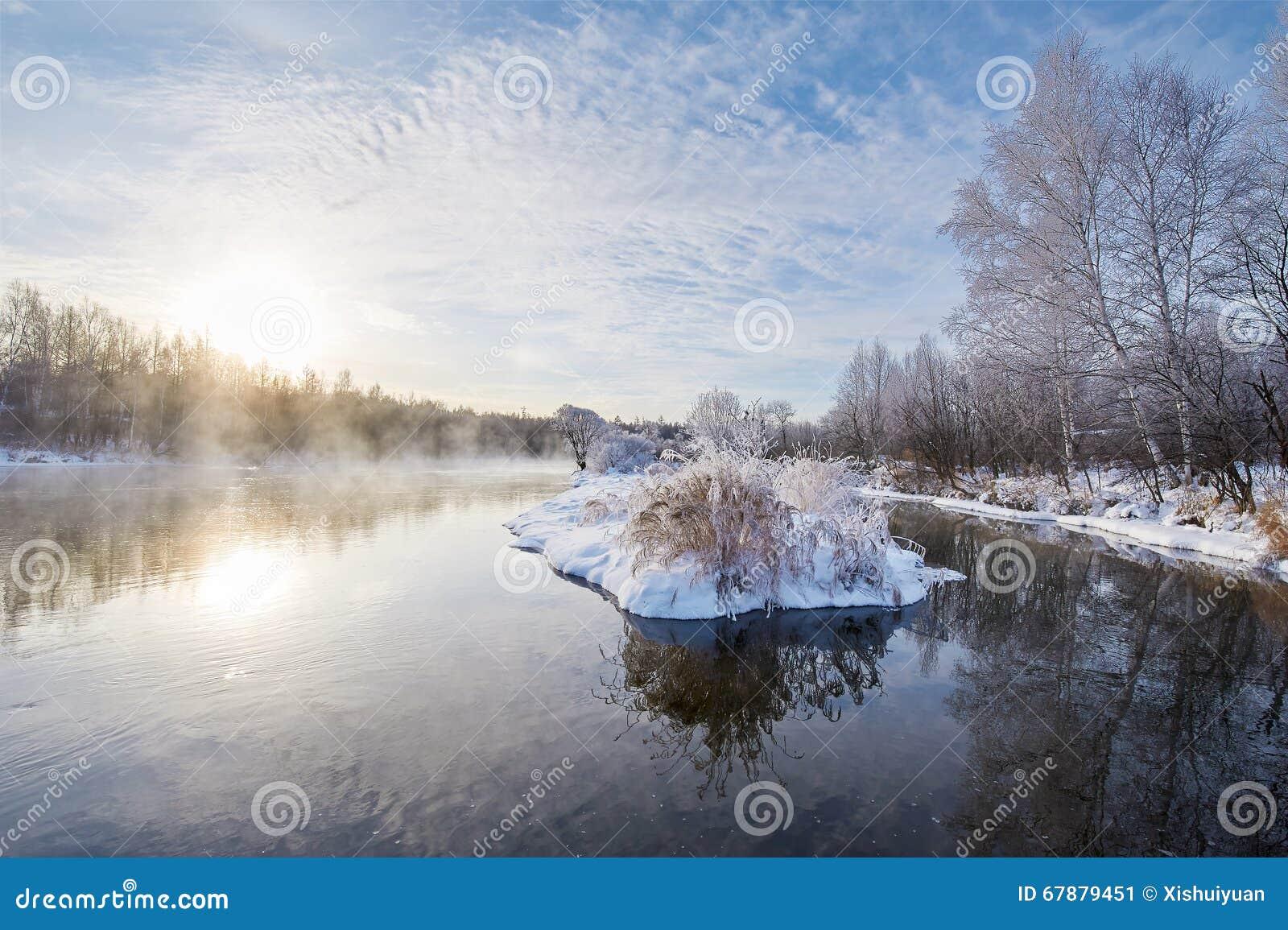冬天河水日出