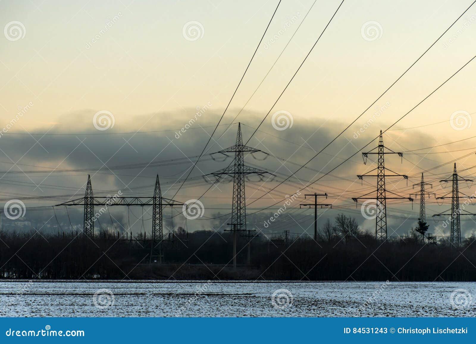 冬天电力塔风景雪白日落日出黎明