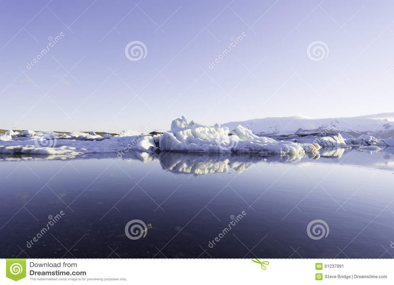 冰山在Jokulsarlon冰川湖