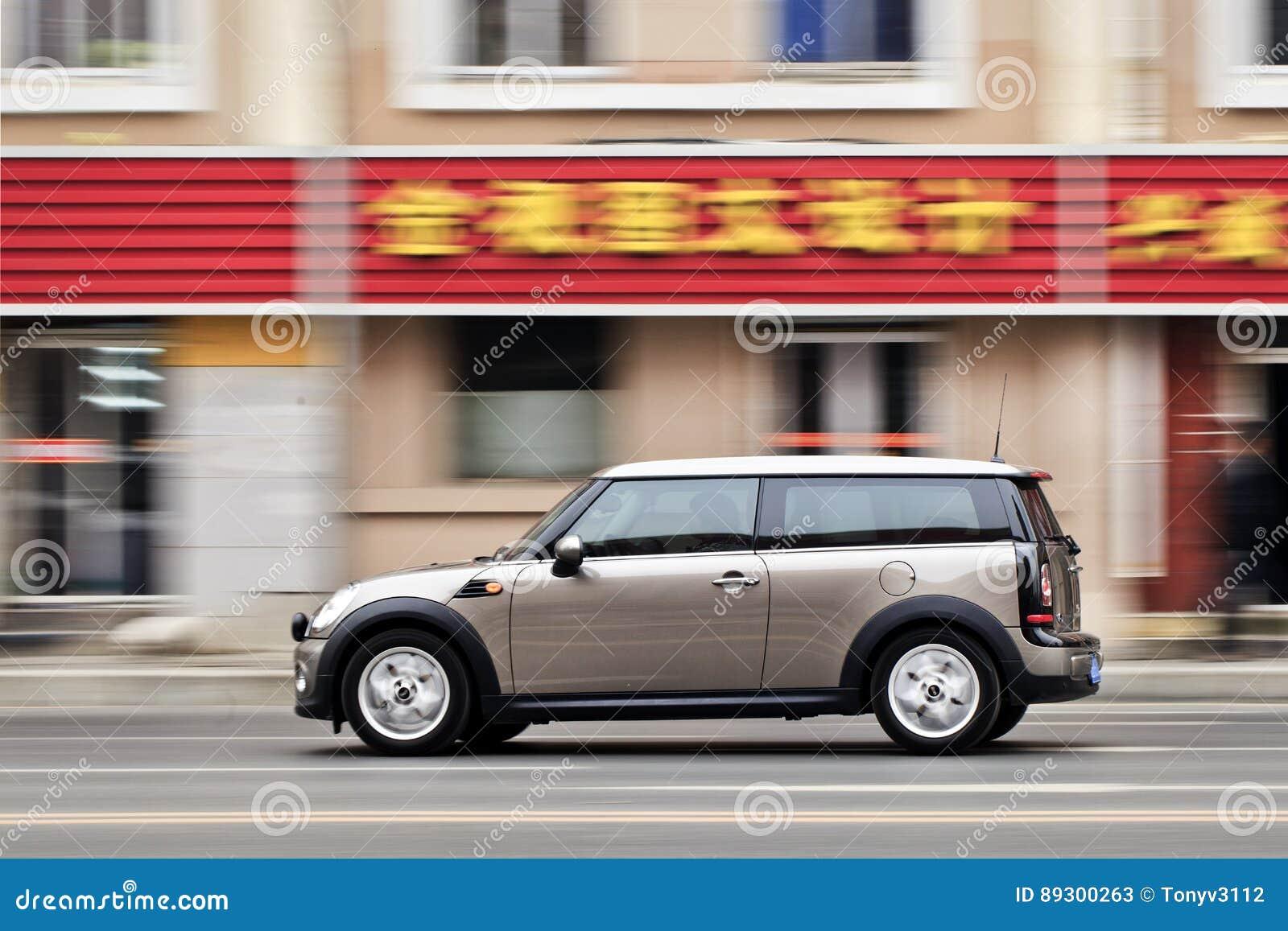 冲微型在路,大连,中国