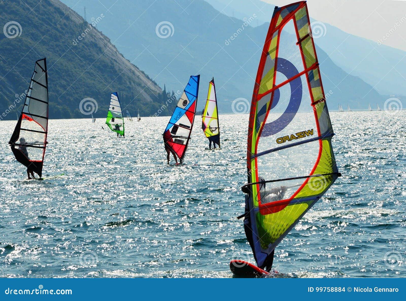 冲浪在Garda湖