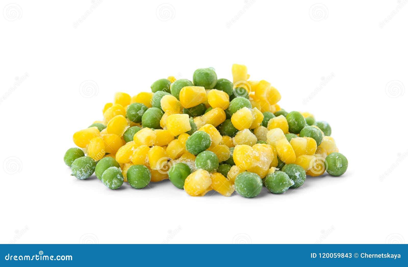冷冻玉米和豌豆在白色背景