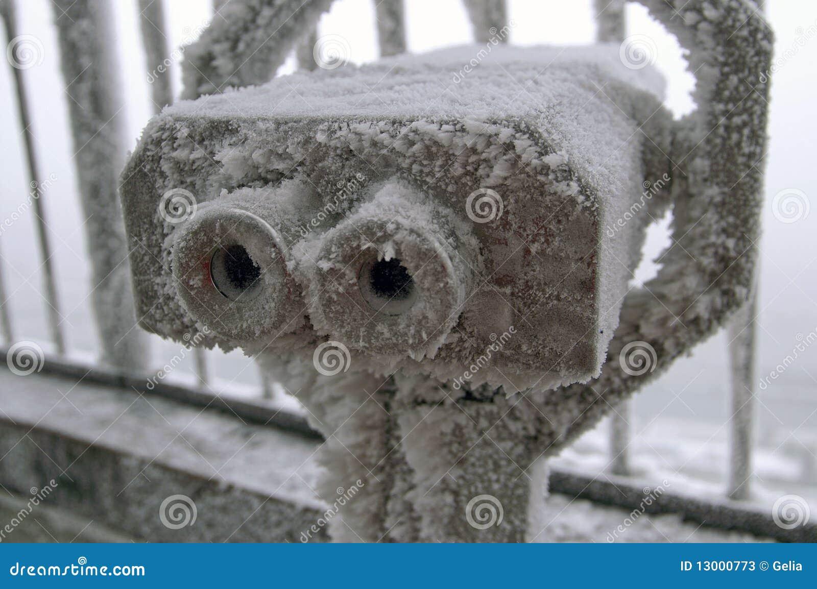 冻结的双筒望远镜