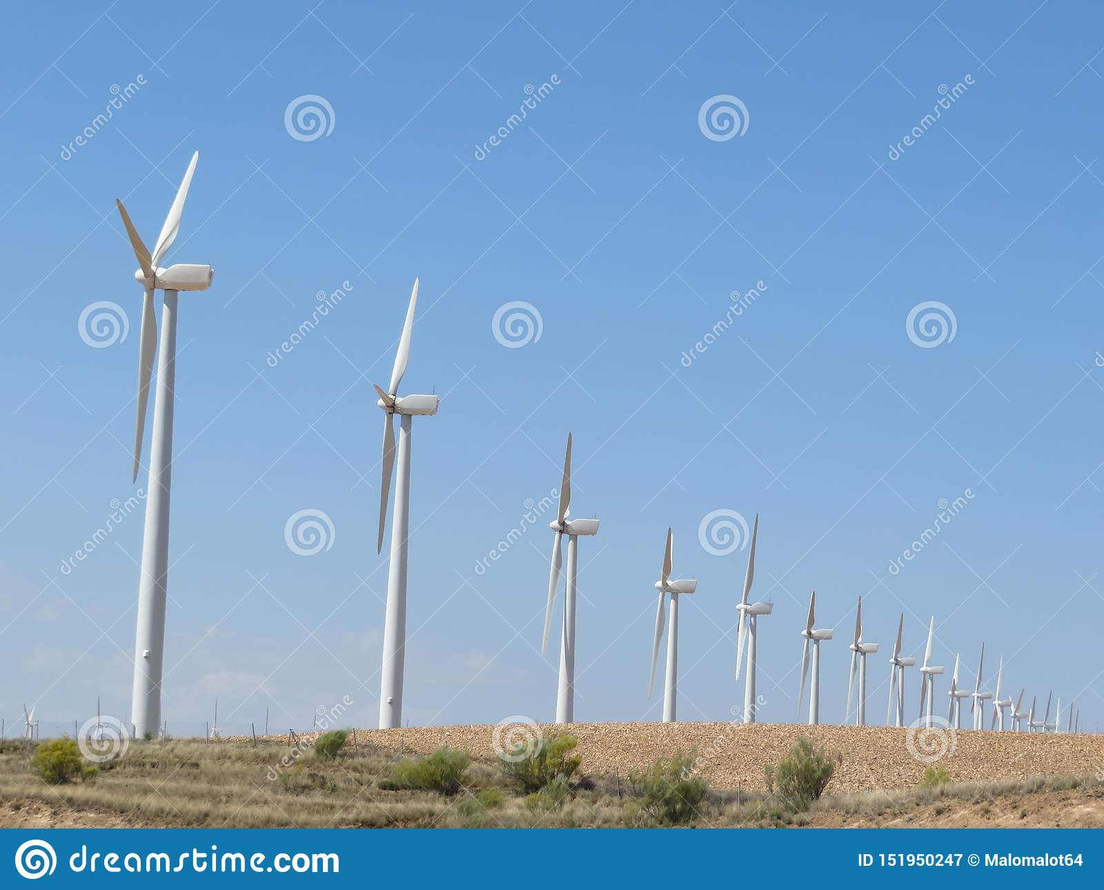 准备好美丽的风轮机转换空气能量