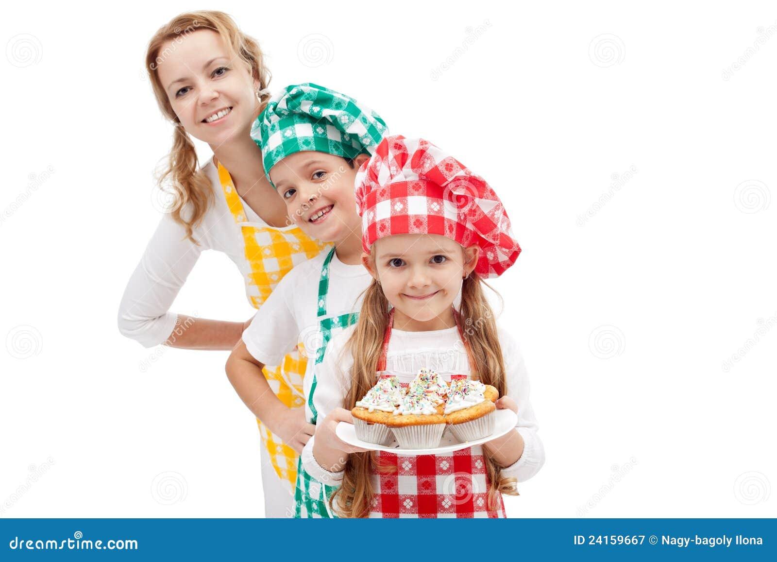 准备松饼-有孩子的妇女的主厨旅团