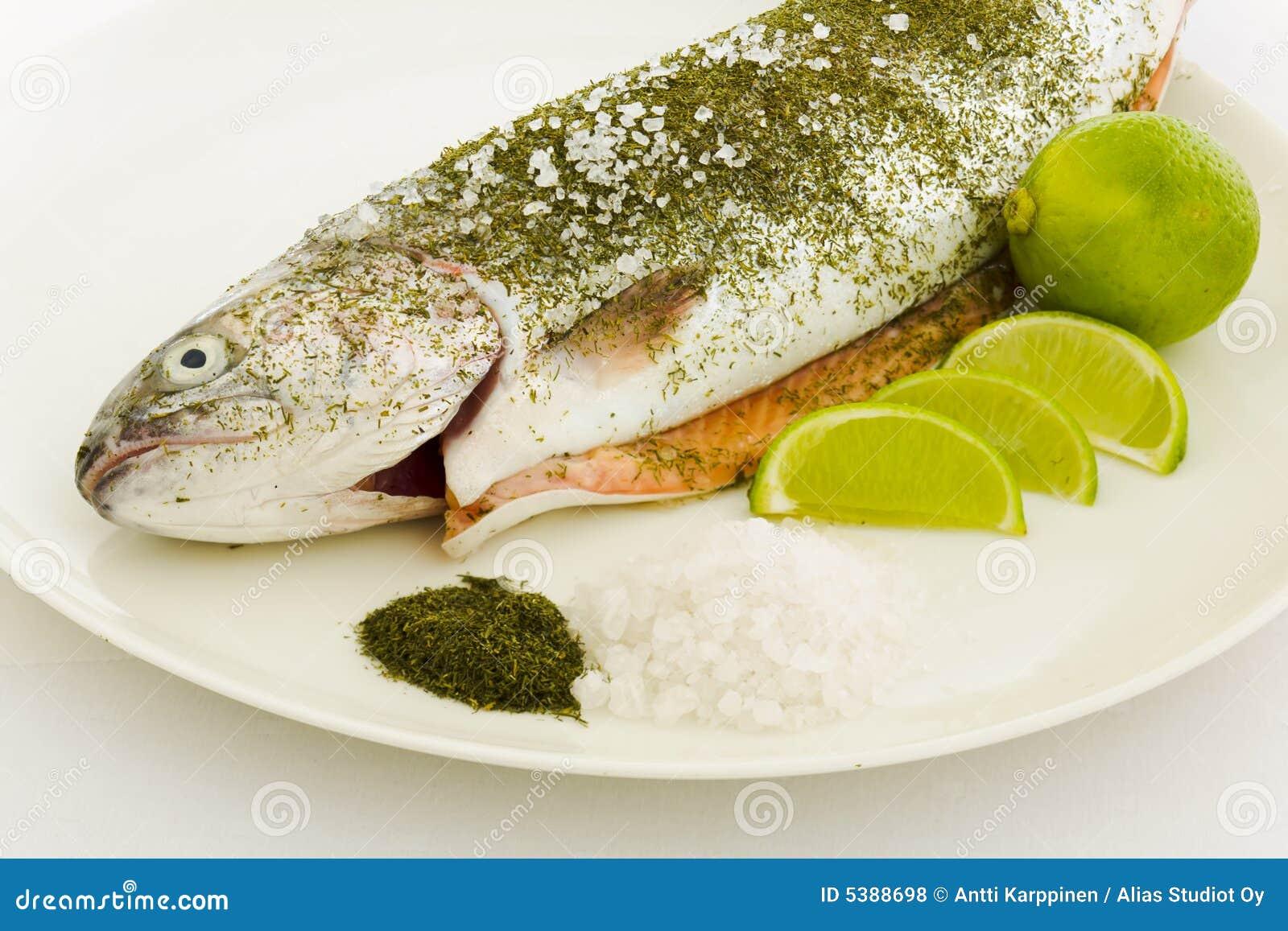准备的三文鱼