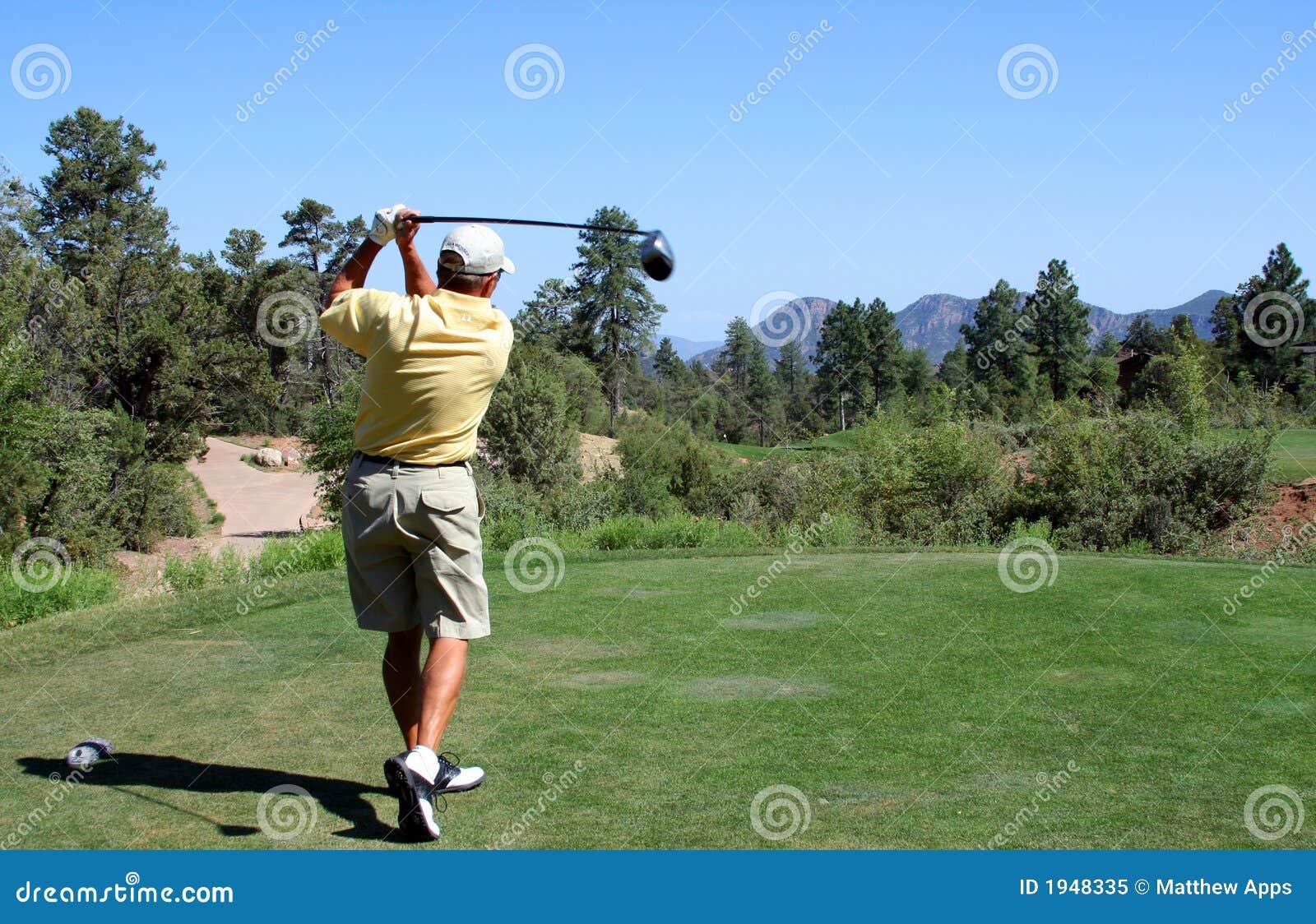 准备的高尔夫球运动员山