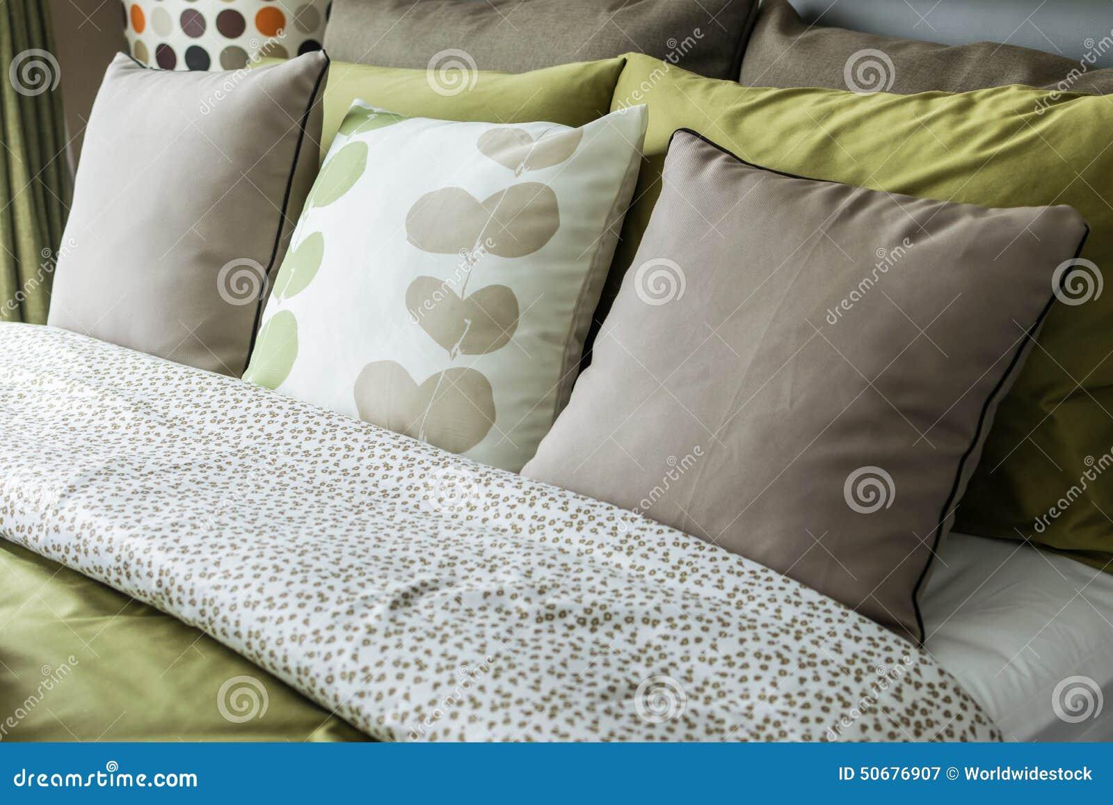 Download 减速火箭的卧室样式 库存图片. 图片 包括有 舒适, 灰色, 绿色, 设计, 窗帘, 旅馆, 感激的, 椅子 - 50676907