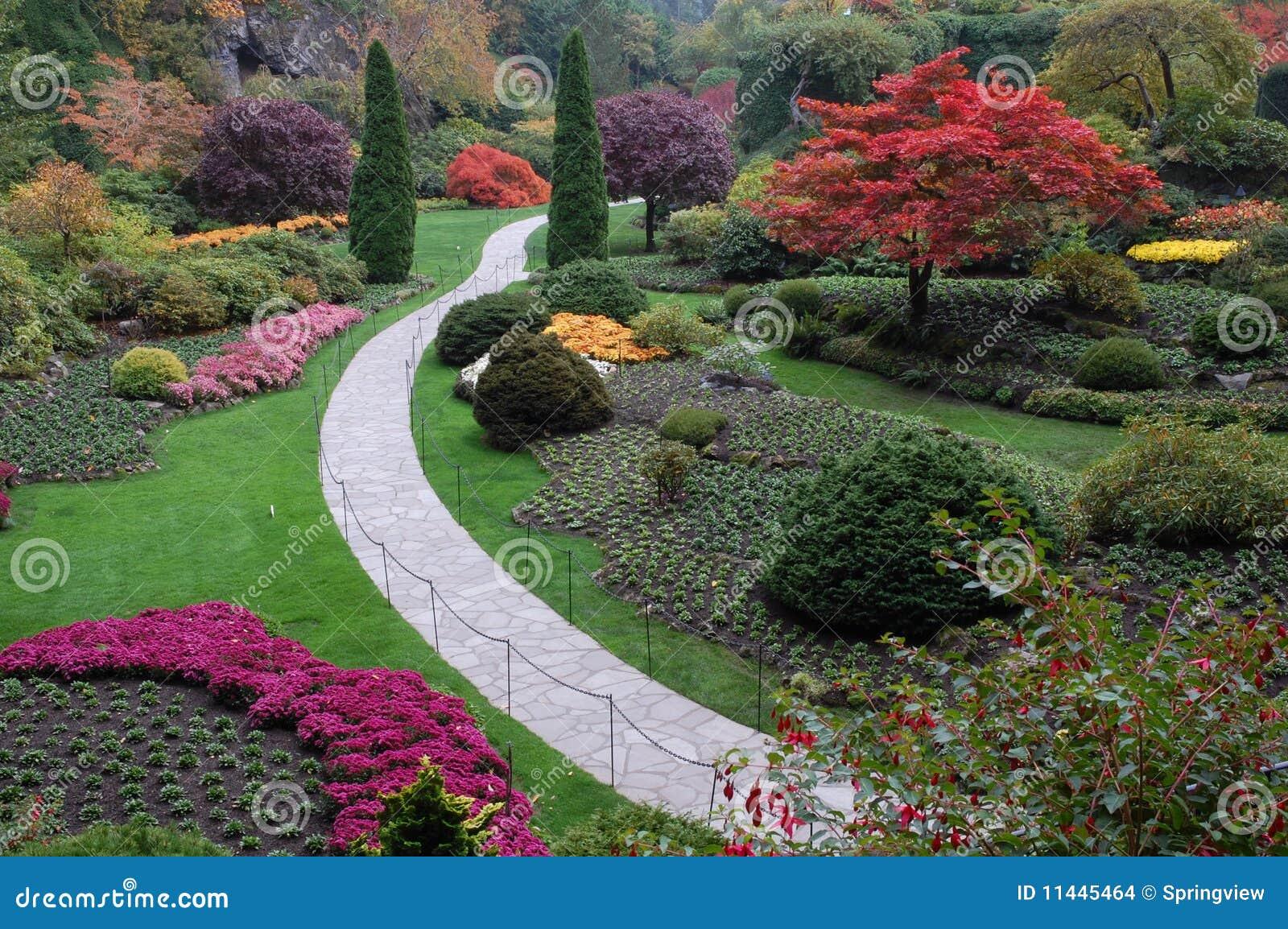 凹下去秋天的庭院
