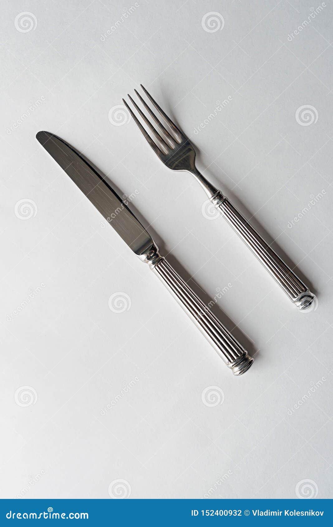 刀子和叉子在白色背景