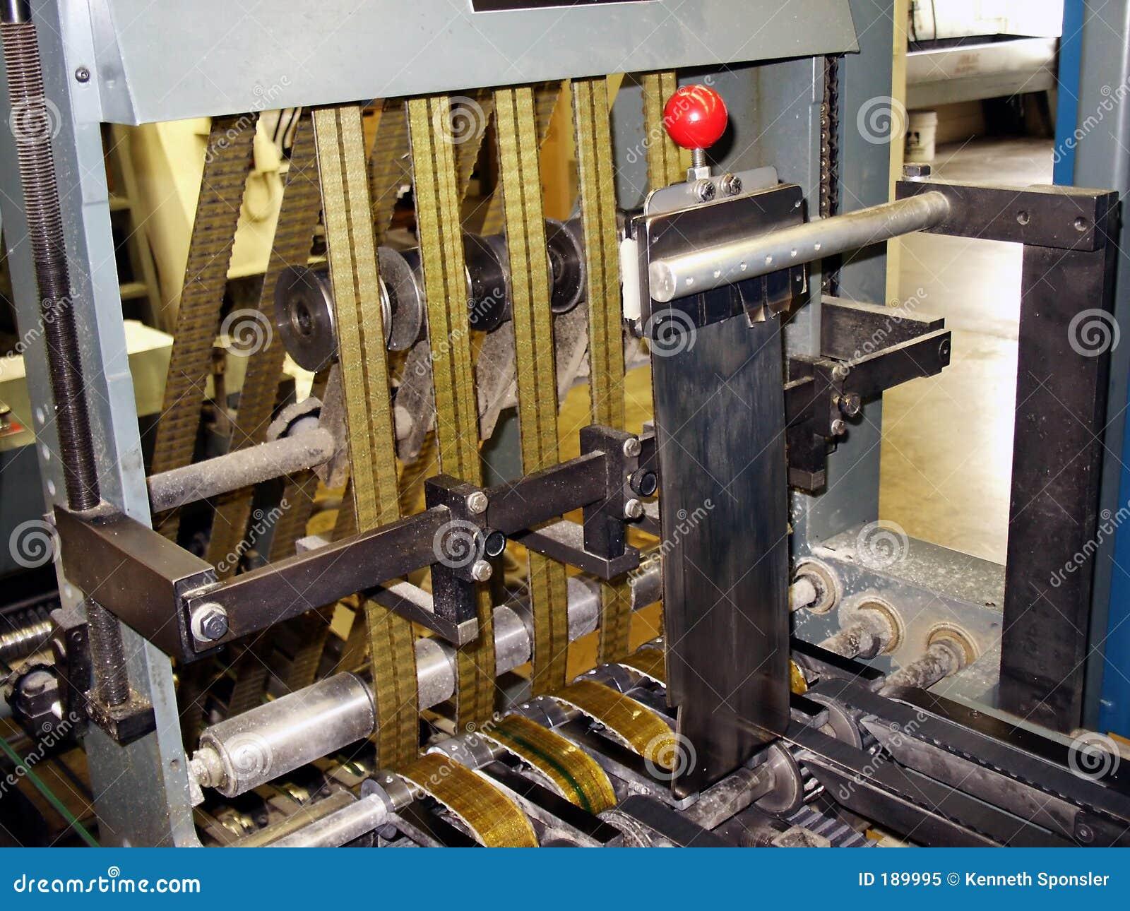 Download 切割工新闻页 库存图片. 图片 包括有 行业, 人工, 白海豚, 金属, 传动机, 发布, 切割工, 打印, 新闻 - 189995