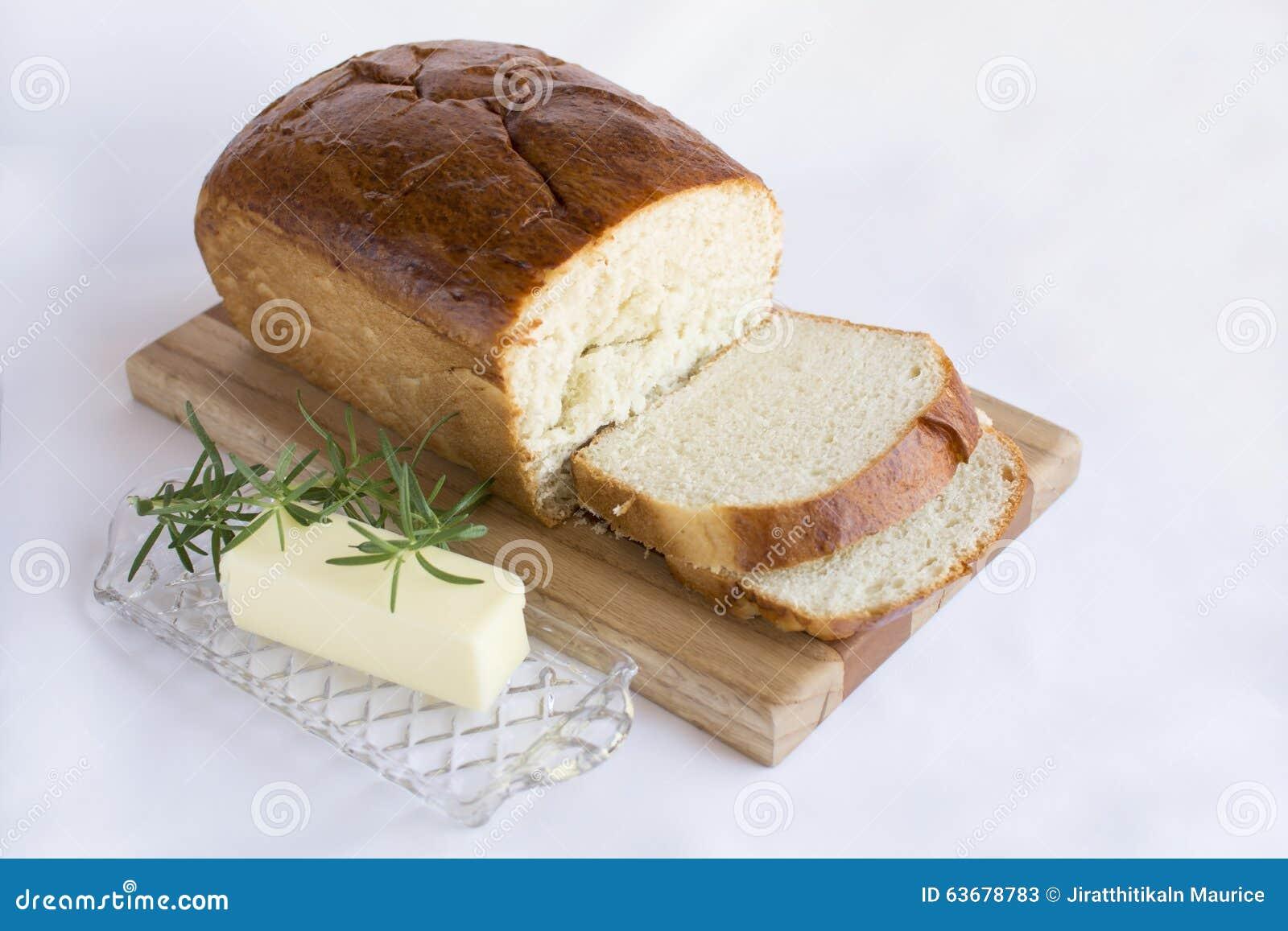 切片在木切板的自创白面包