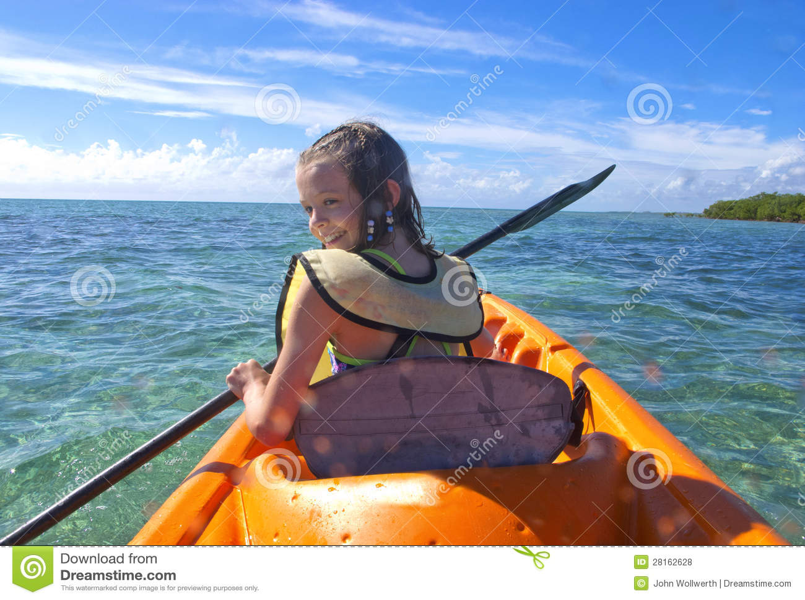 划皮船在加勒比的女孩