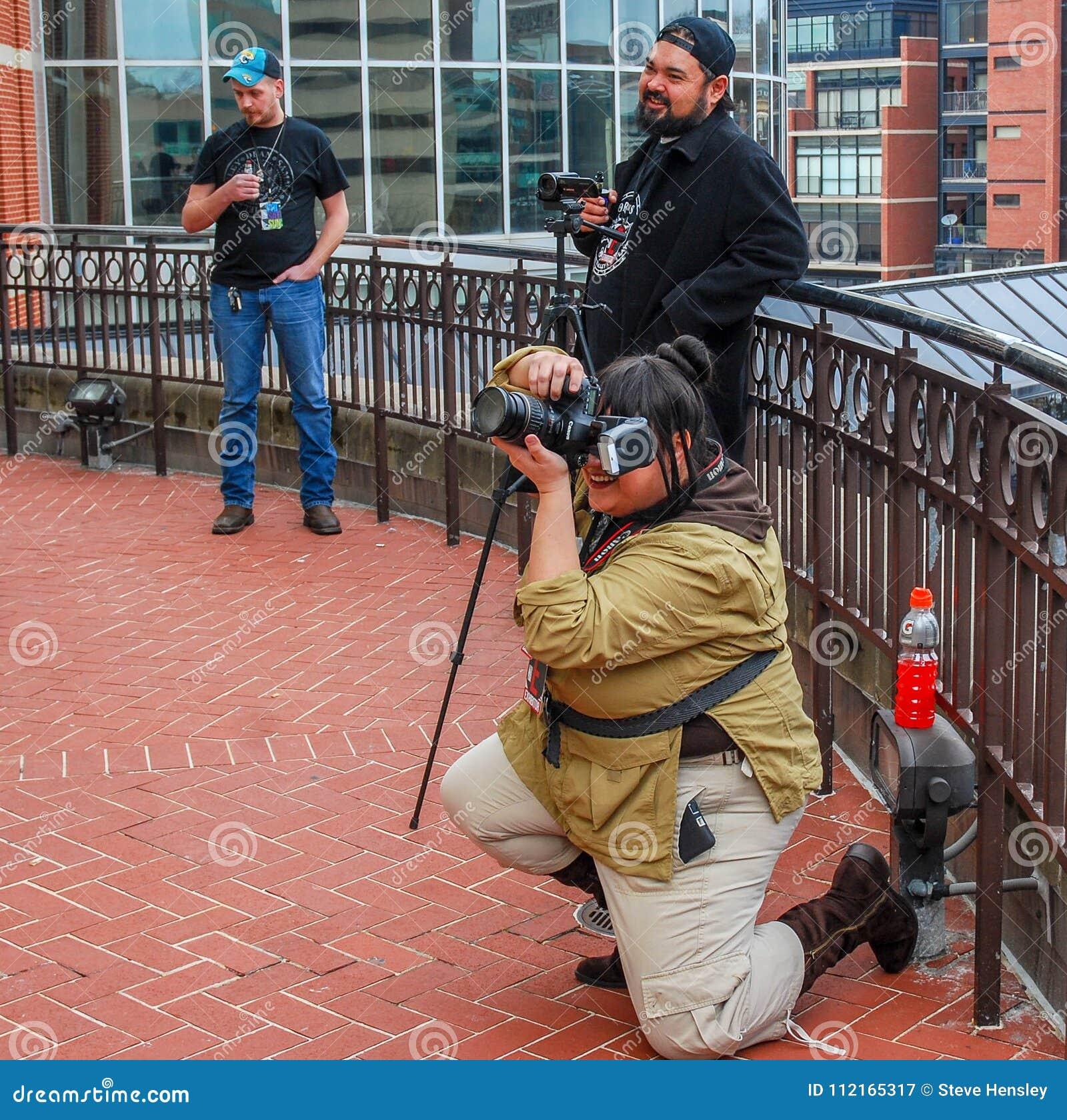 列克星敦, Ky美国- 2018年3月11日-可笑的列克星敦& cosplayers的玩具骗局摄影师短冷期图片,他们摆在
