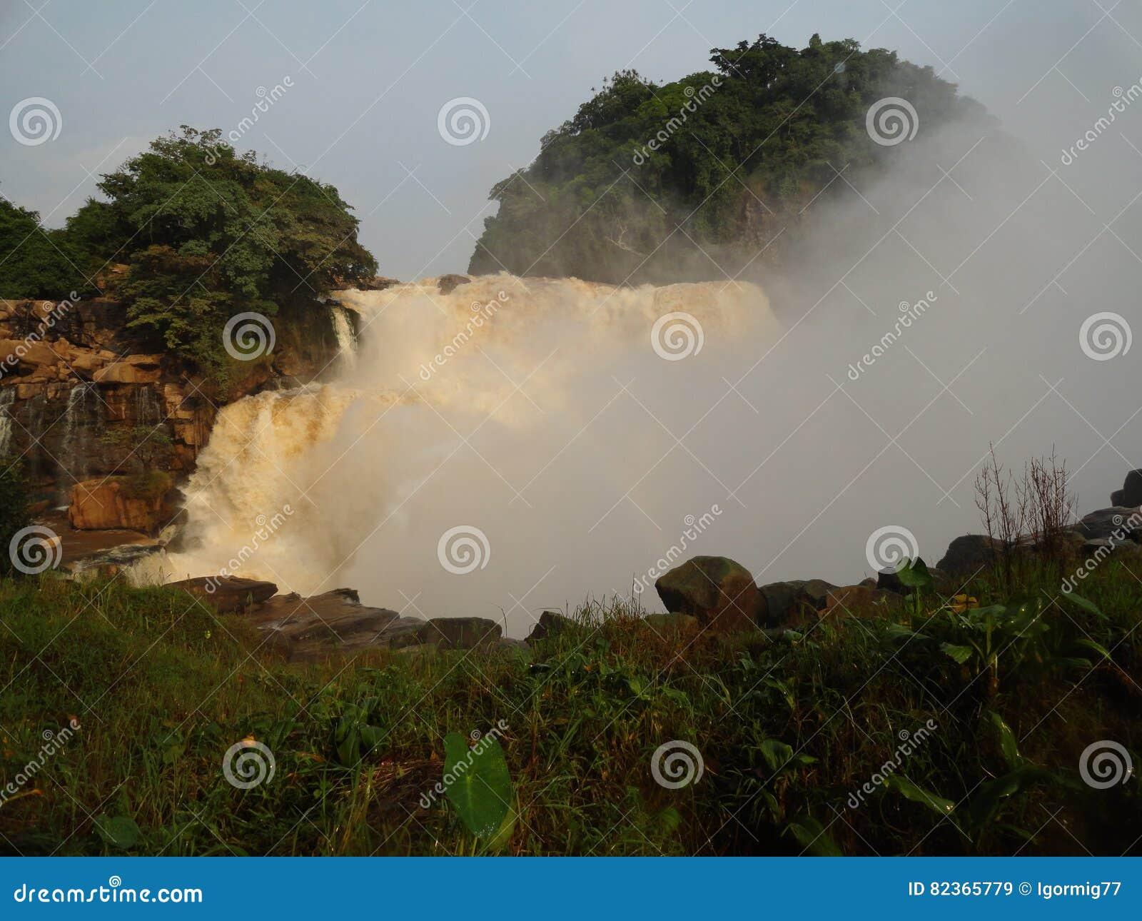 刚果河的瀑布在金沙萨附近的