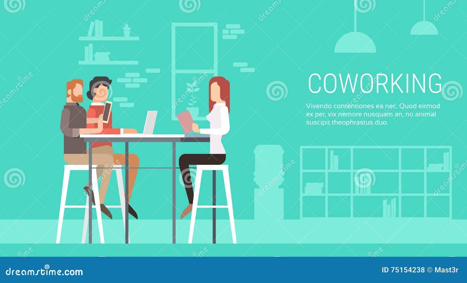 创造性的办公室Coworking中心人民坐的书桌一起,学生大学