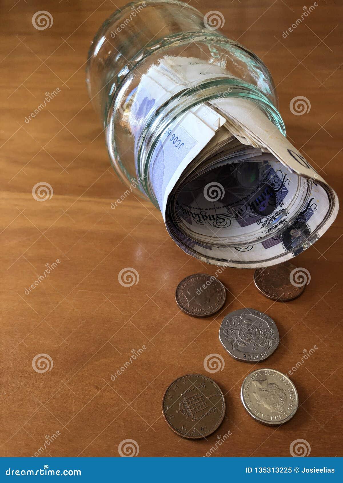 创造性的概念,在果酱瓶子的攒钱