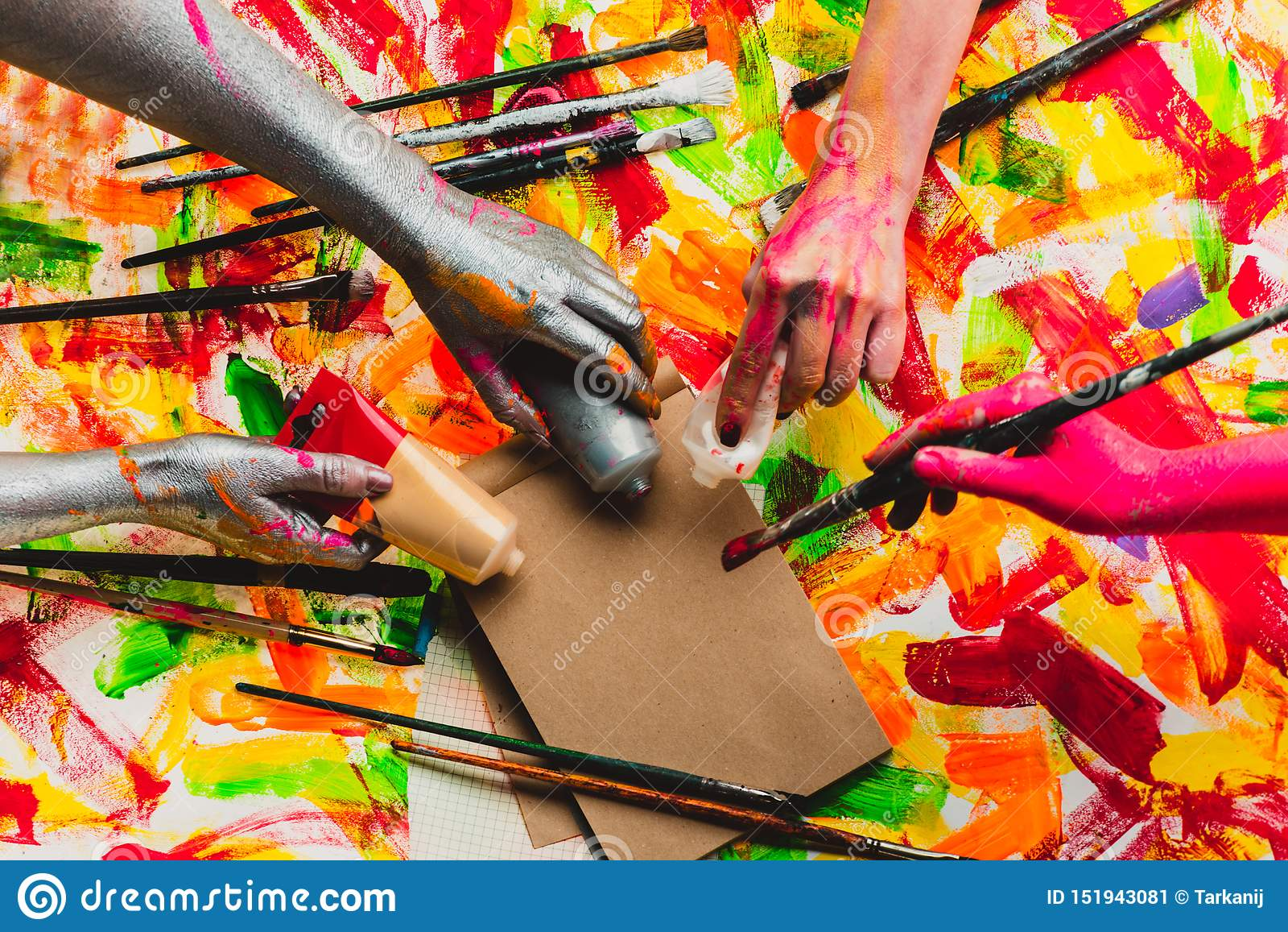 创造性的项目 i ?? ?? Teambuilding 四只色的手 多色照片