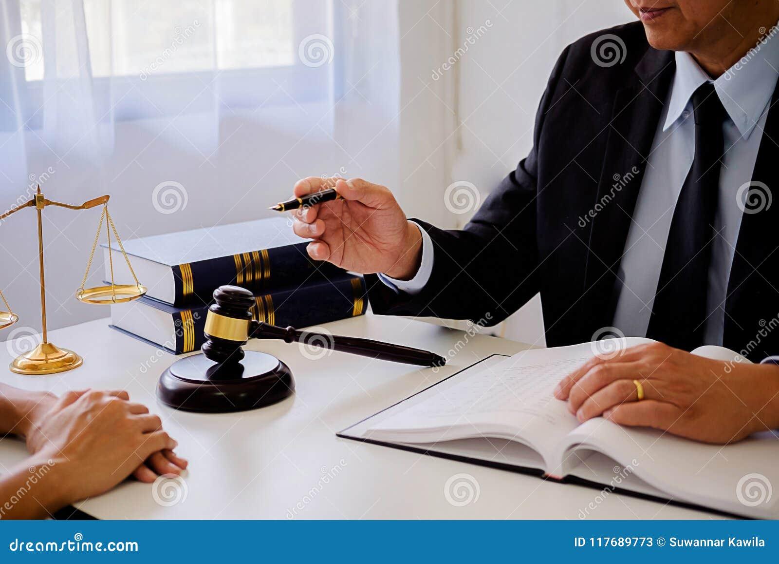 判断有正义律师的惊堂木开队会议在律师事务所