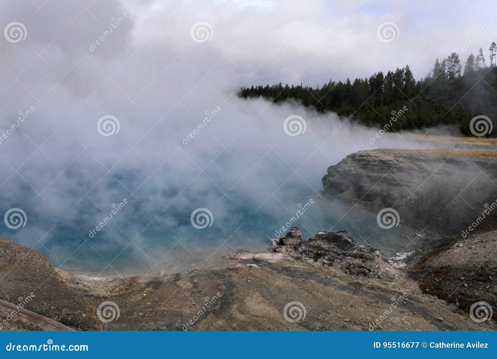 细刨花喷泉火山口
