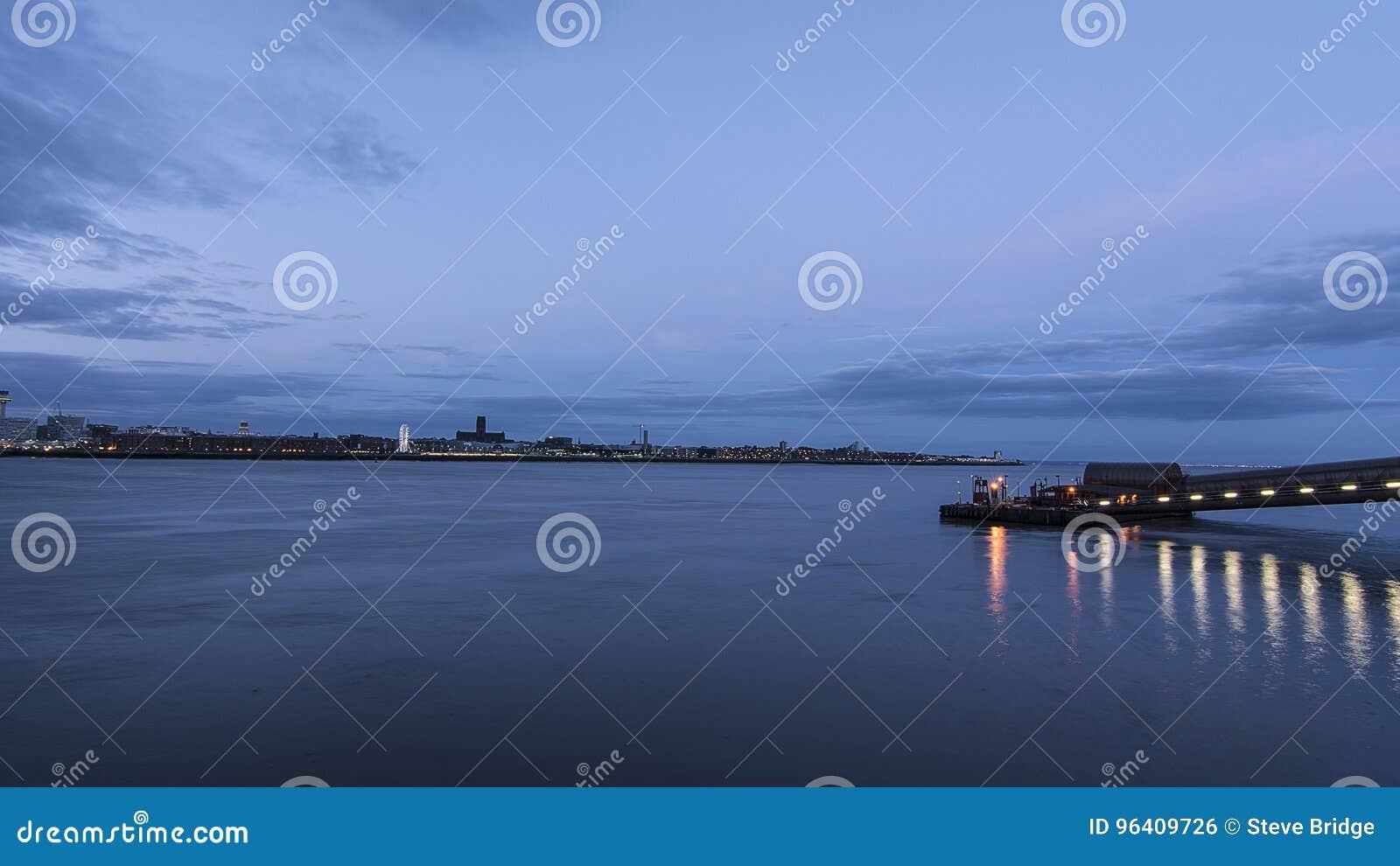 利物浦江边