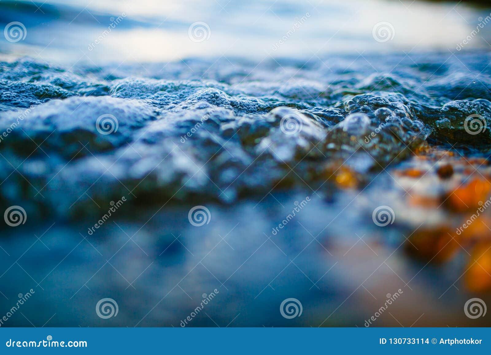 到达岸宏指令的海波浪 印度洋亮光星期日纹理水