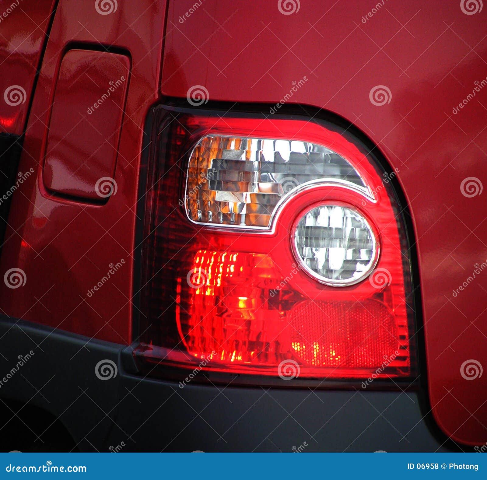 刹车灯后方