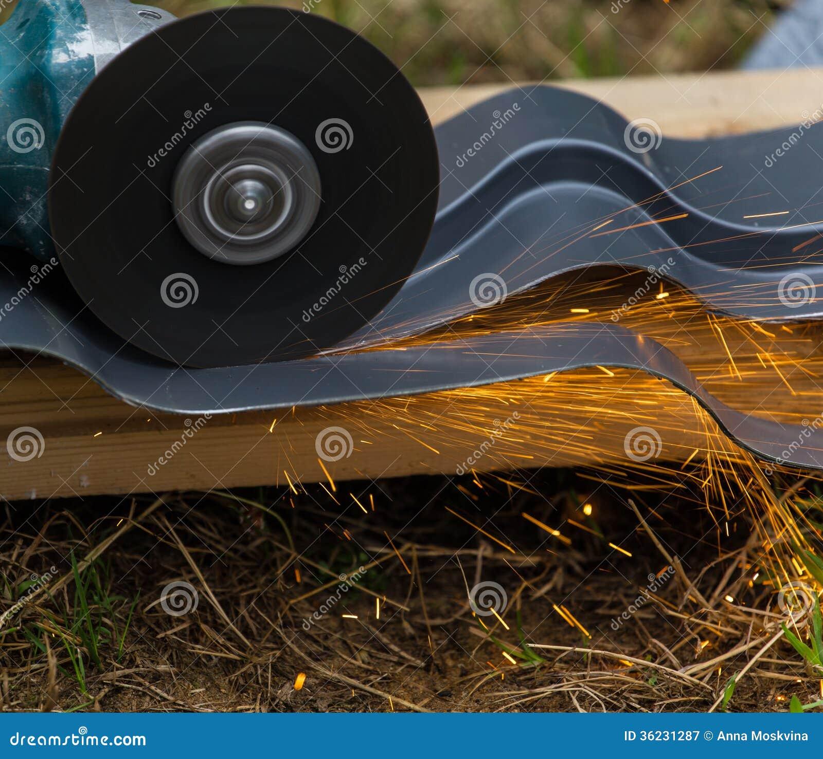 削尖和切开由磨蚀盘机器