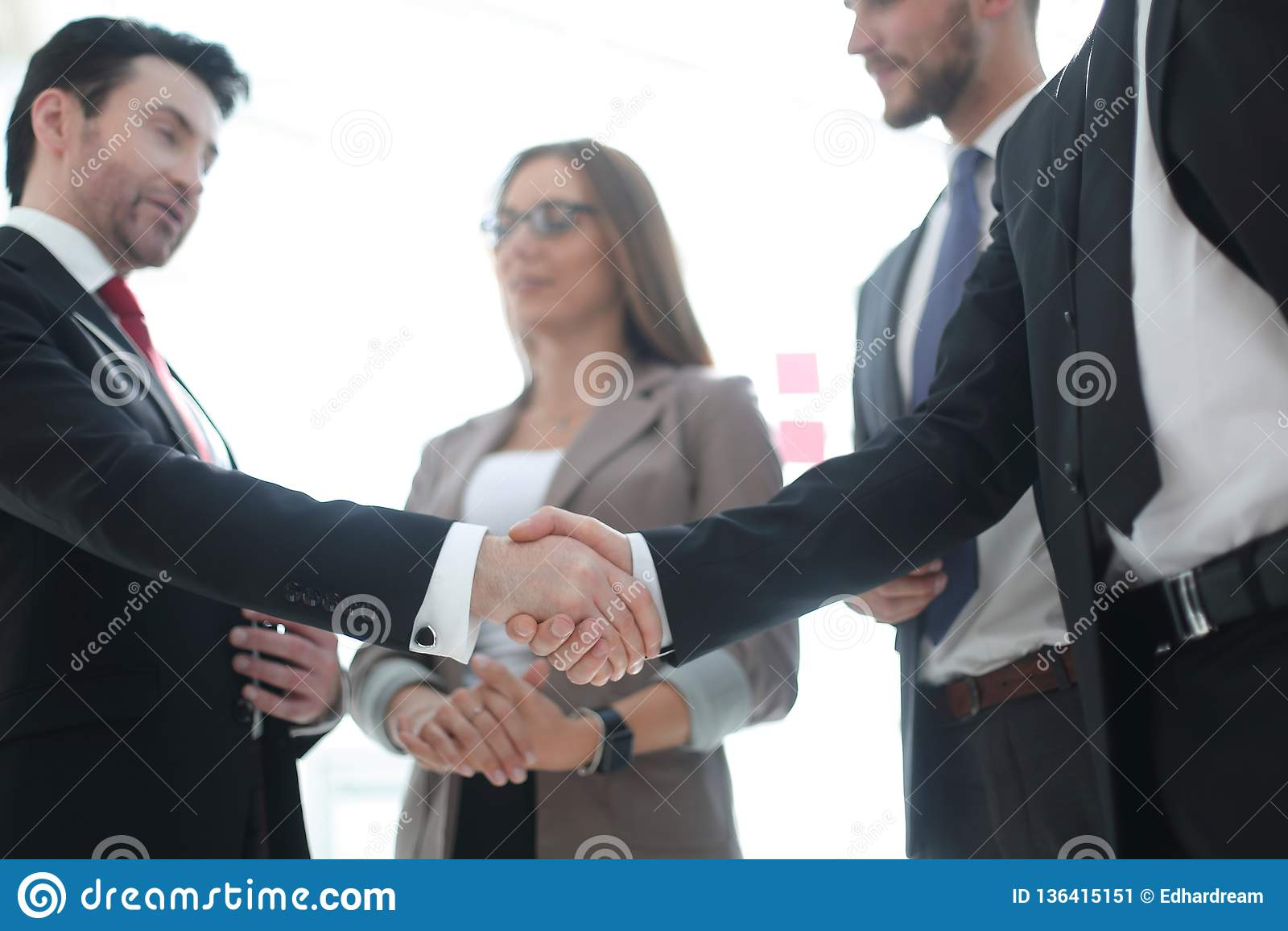 前景 商人握手