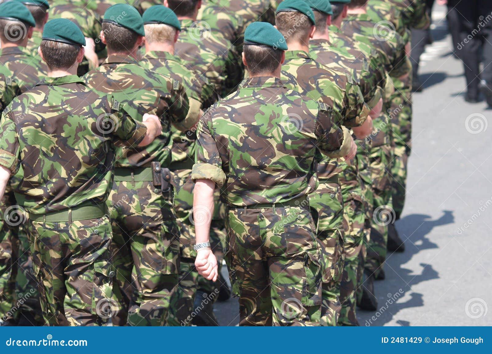 前进的海军陆战队员
