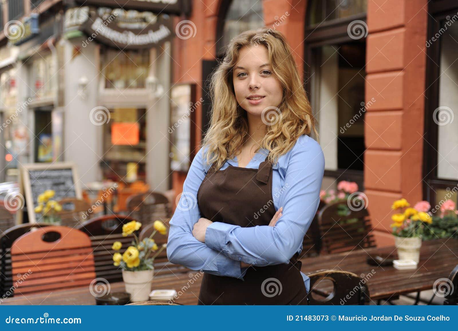前餐馆女服务员
