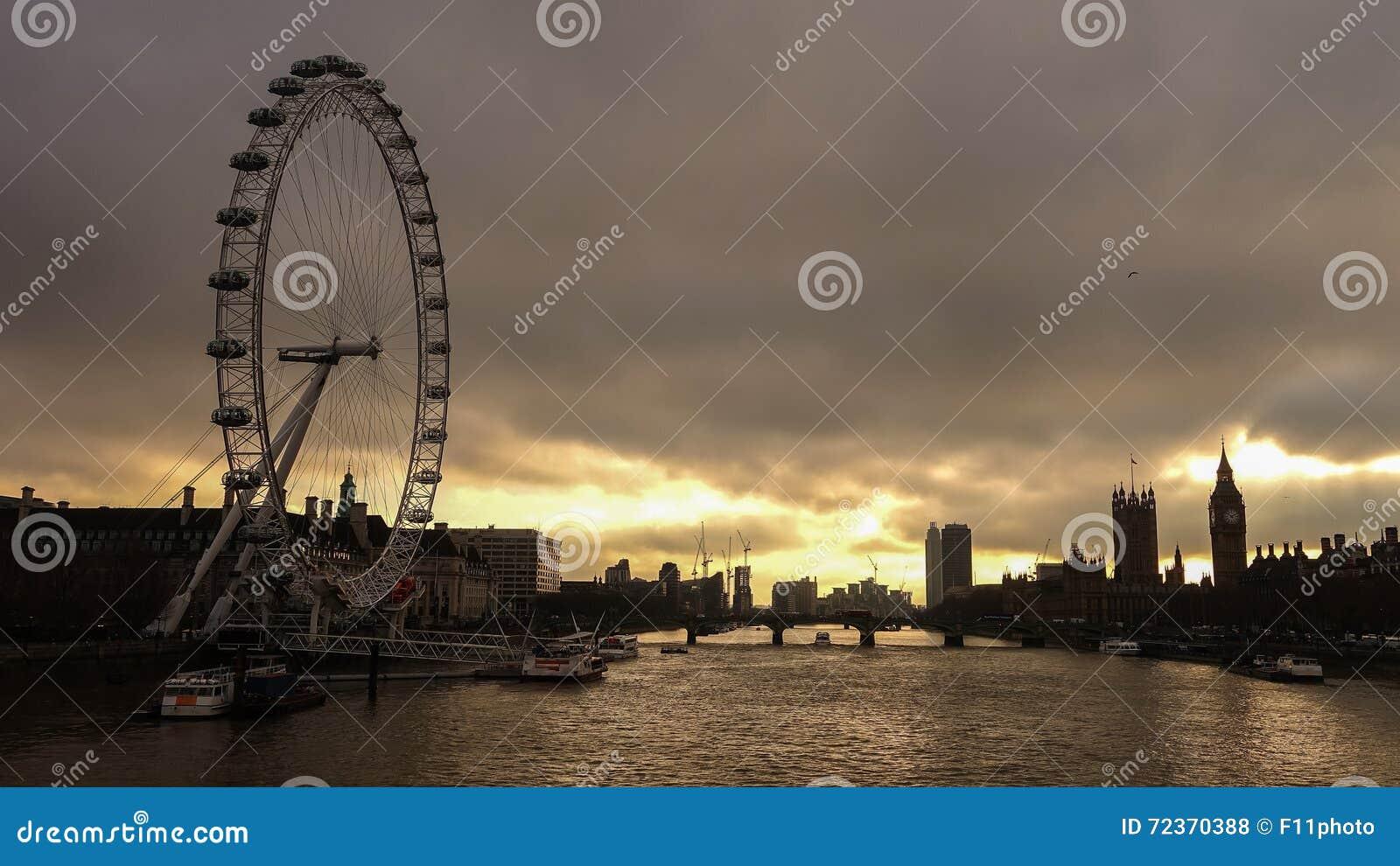 剪影被射击伦敦地平线