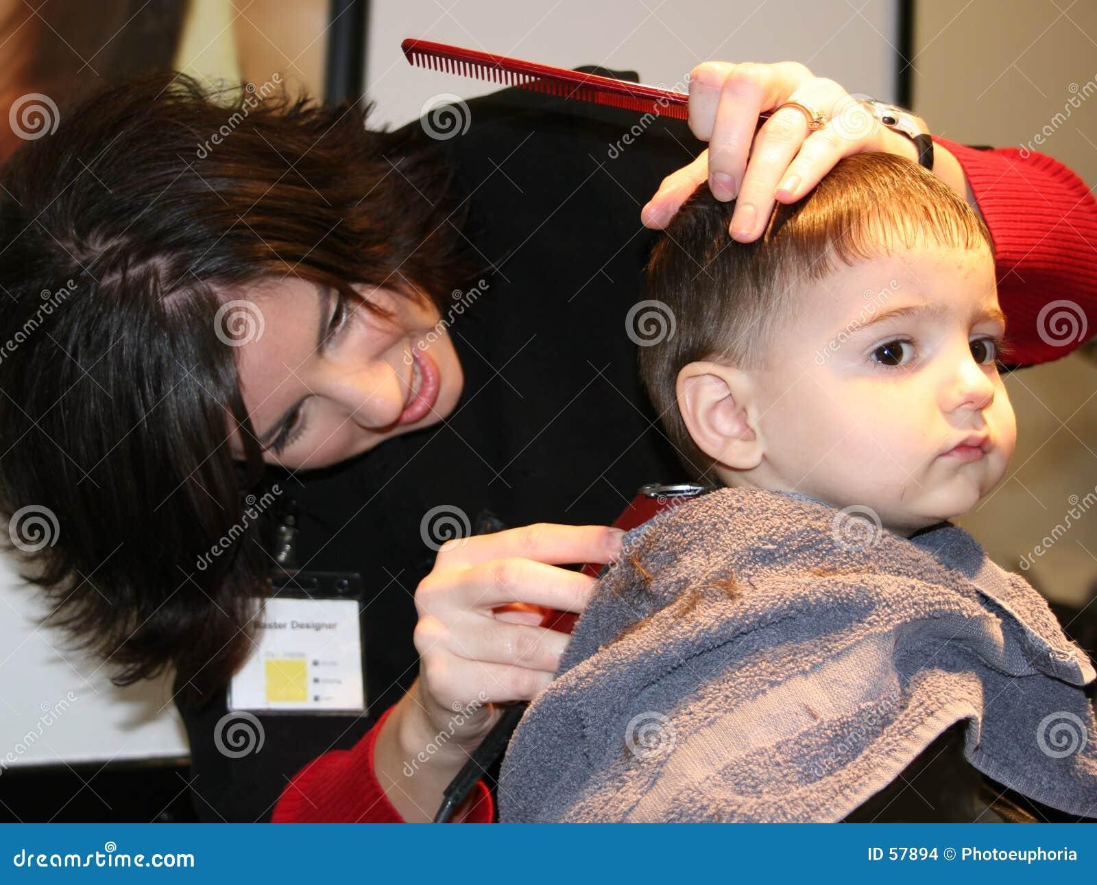 剪第一根头发
