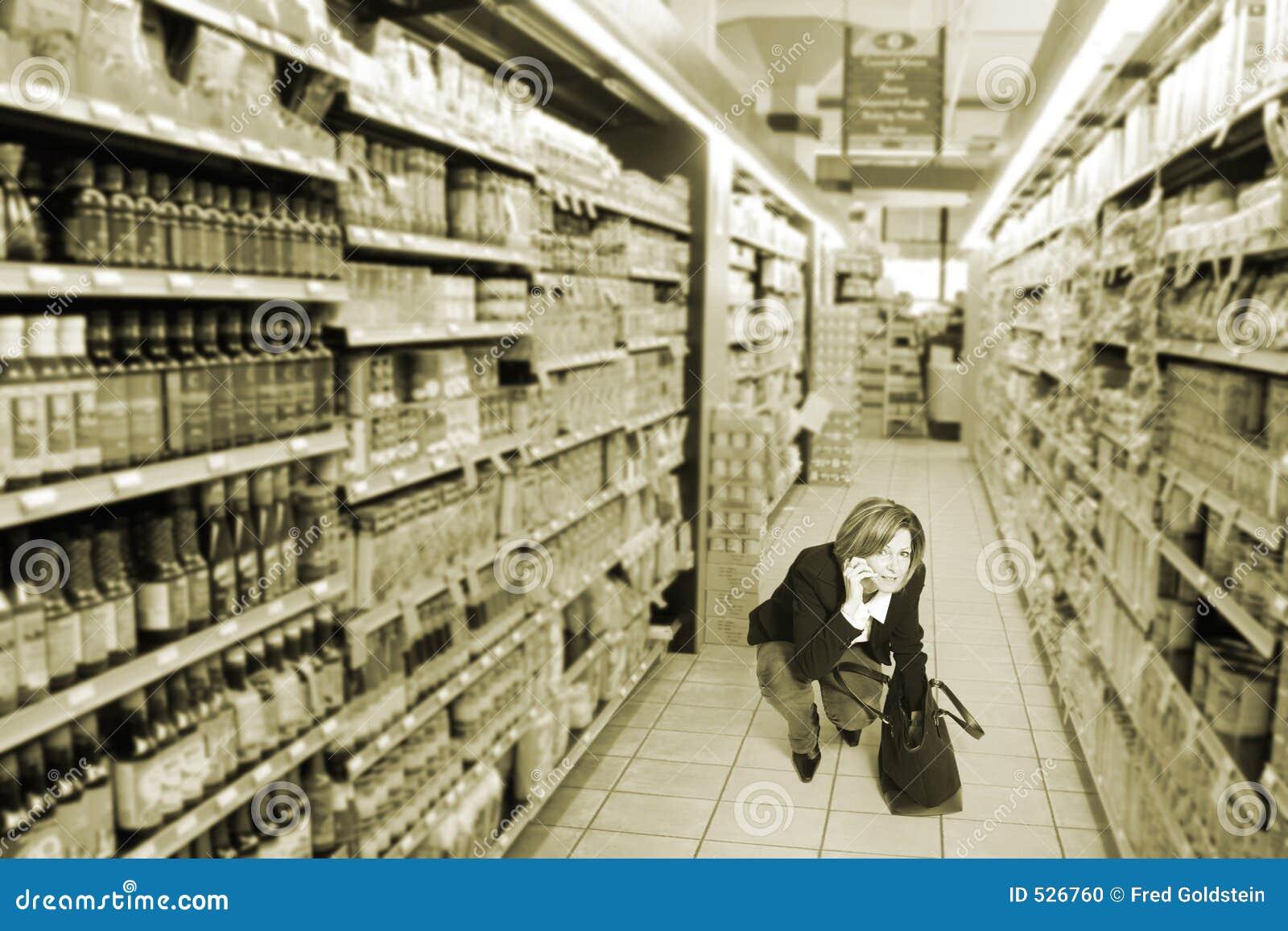 Download 副食品商店 库存照片. 图片 包括有 姿势, 蹲下, 差事, 钉书针, 空白, 女性, 表达式, 情感, 食物 - 526760