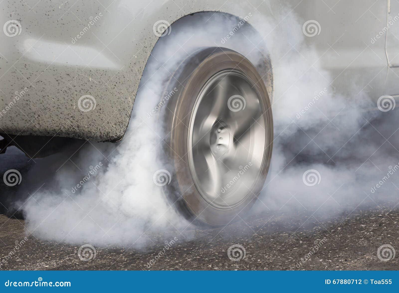 阻力赛车烧橡胶它的轮胎