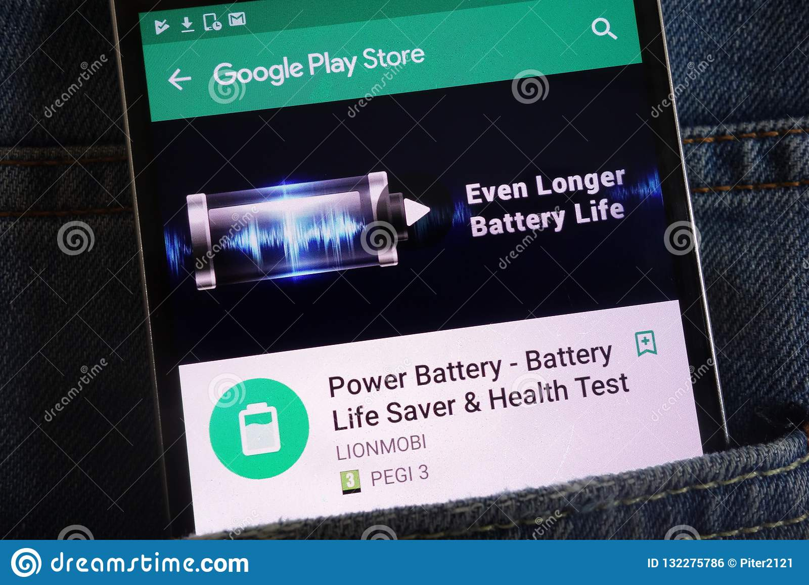 力量在谷歌戏剧在智能手机显示的商店网站上的电池应用程序掩藏在牛仔裤装在口袋里