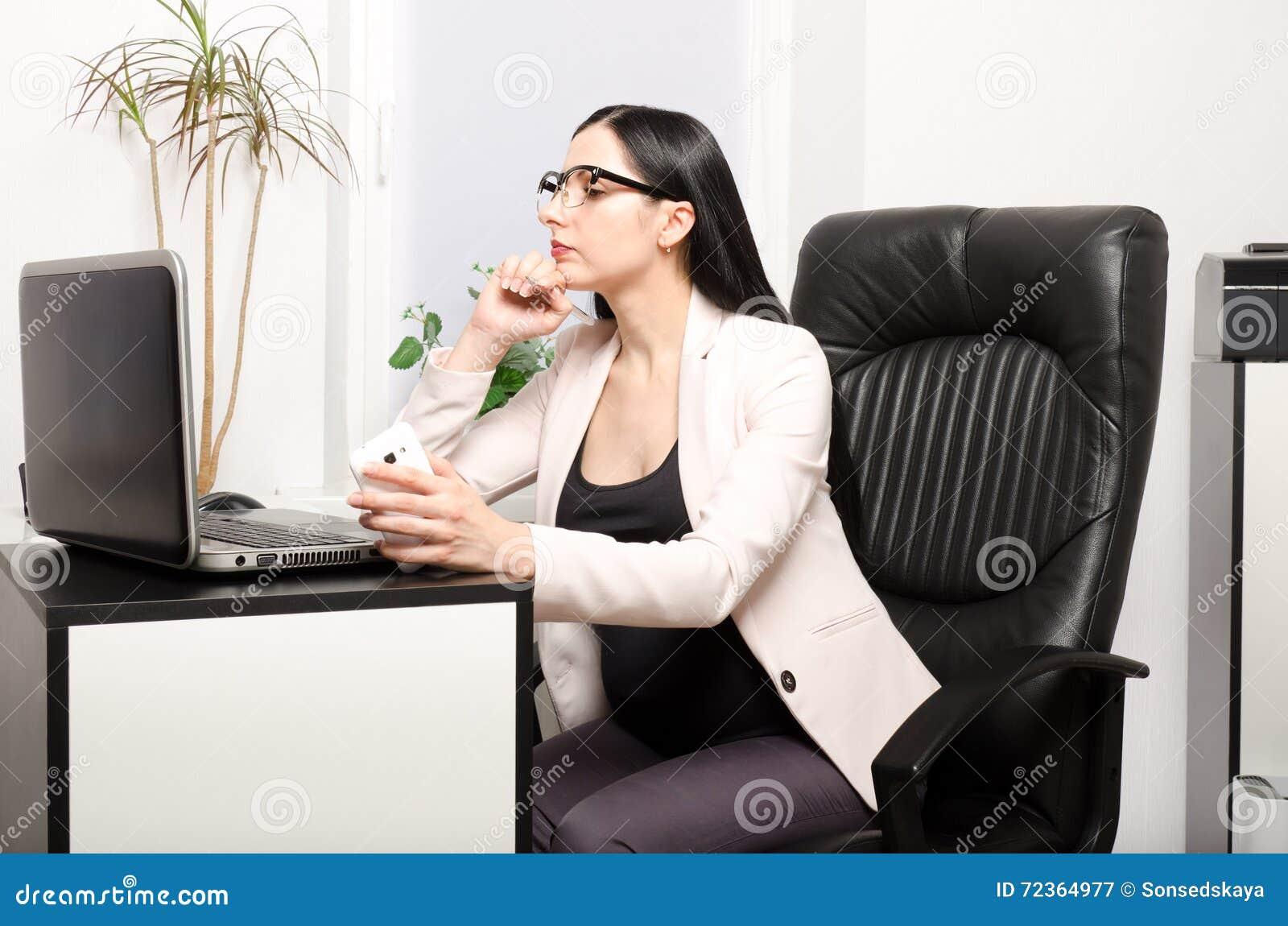 办公室孕妇