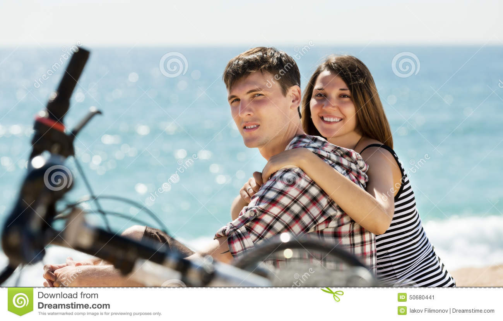 Download 加上在海滩的自行车 库存图片. 图片 包括有 偶然, boyscout, 循环, 生活方式, 夫妇, 关系 - 50680441