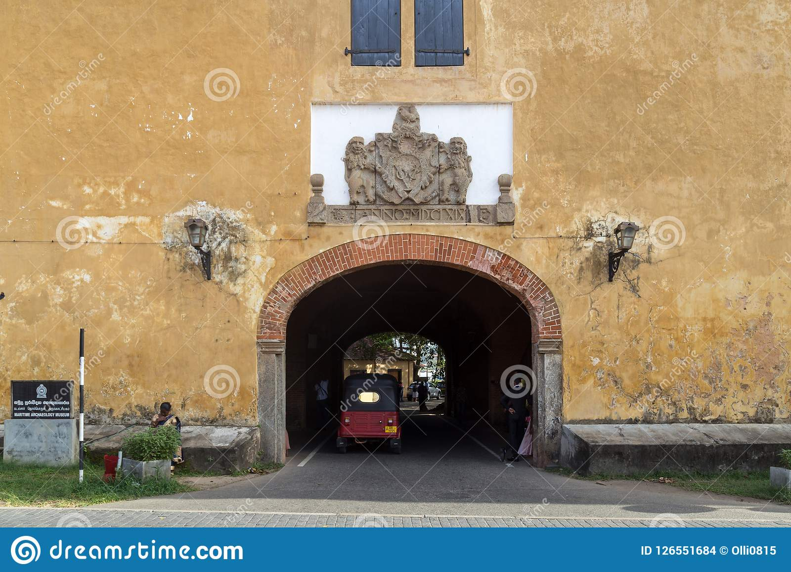 加勒堡垒老门