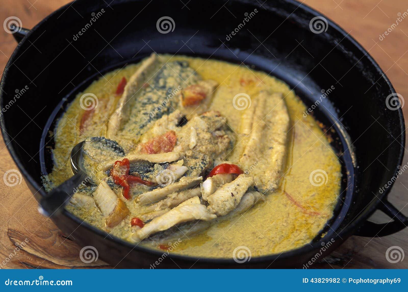 加勒比食物:烤鱼用椰子