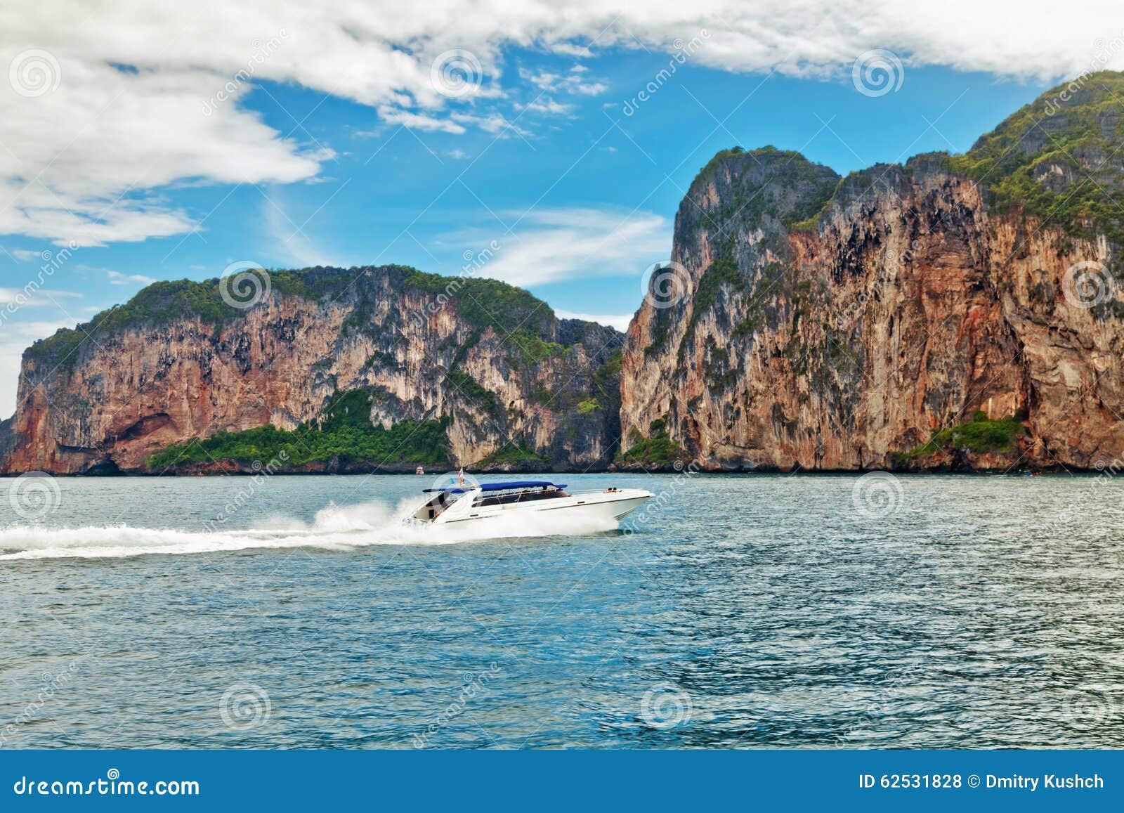 贝加尔湖小船湖马达全景