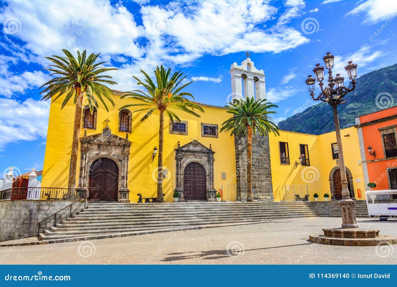 加拉奇科,特内里费岛,加那利群岛,西班牙:外部旧金山的修道院和大广场